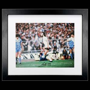 Ricky Villa Signed Photo - Tottenham Hotspur Legend, Framed