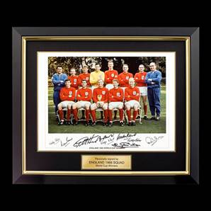 England 1966 Framed World Cup winners signed print - Signed by 9 of the 1966 heroes
