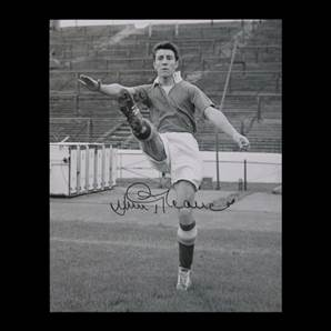 Jimmy Greaves Personally Signed photo - Goalscoring legend